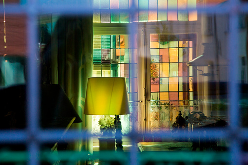 Focus On Background「Stained glass window in home」:スマホ壁紙(5)