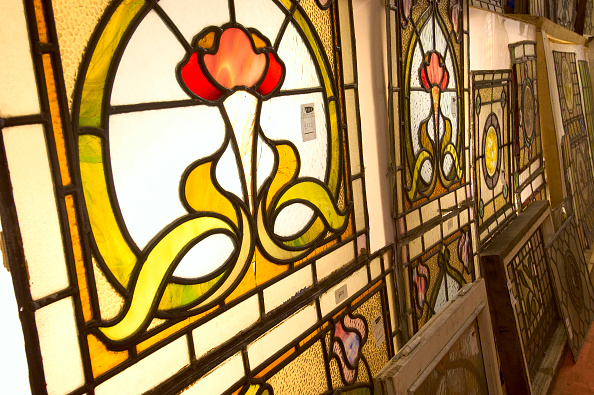 Clock Hand「Stained glass windows in salvage yard」:写真・画像(14)[壁紙.com]