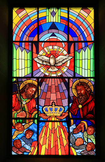 Crown - Headwear「Stained Glass window inside Iglesia Catedral de las Fuerzas Armadas, Madrid, Spain.」:スマホ壁紙(7)