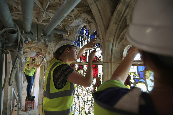 Restoring「Stained Glass Window Returned To York Minster After Extensive Restoration Work」:写真・画像(16)[壁紙.com]