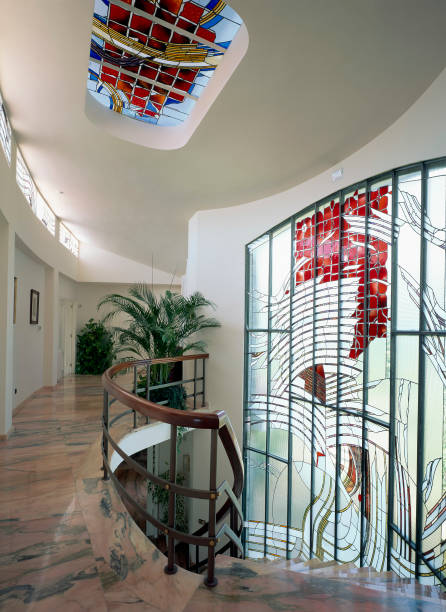 Stained glass is decorating a house:ニュース(壁紙.com)