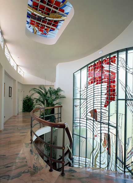 Ceiling「Stained glass is decorating a house」:写真・画像(3)[壁紙.com]