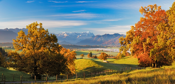 Rolling Landscape「Autumn in Bavarian with Zugspitze in Background - XXL Panorama」:スマホ壁紙(15)