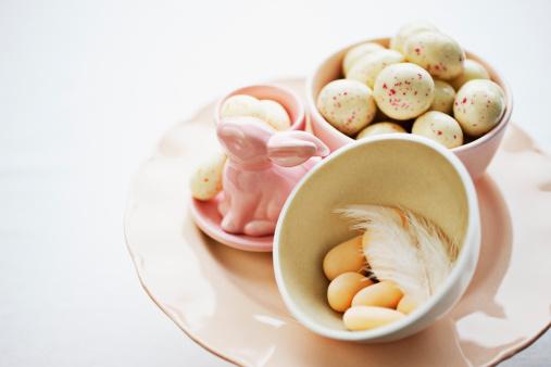 イースター「ポーセリンのイースターのウサギと卵キャンディ」:スマホ壁紙(5)