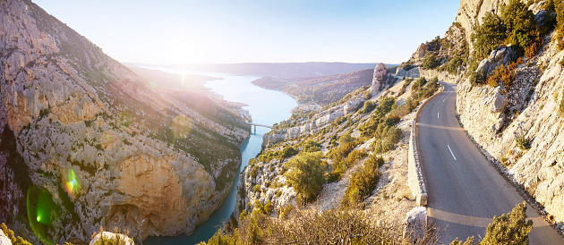 France「Winding empty road on sunny day in Verdon Gorge panoramic」:スマホ壁紙(9)