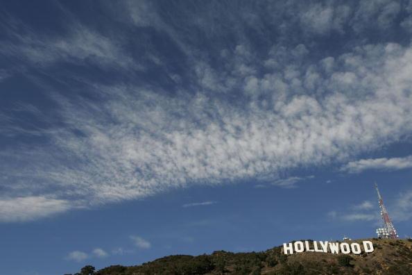 Hollywood Sign「Hollywood Sign Repainting Project Completed With LA Mayor Antonio Villaraigosa」:写真・画像(12)[壁紙.com]