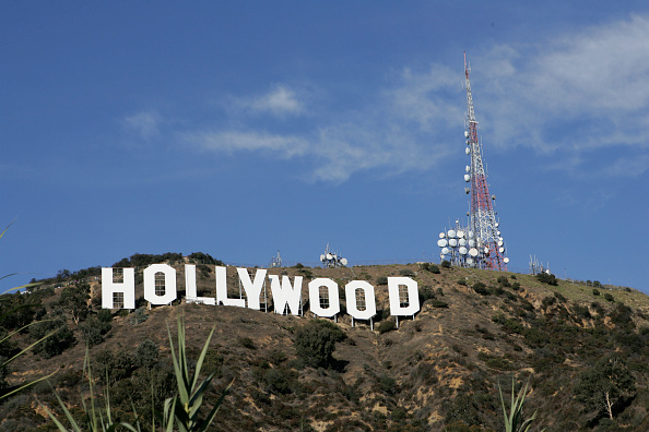 ロサンゼルス市「Hollywood Sign Repainting Project Completed With LA Mayor Antonio Villaraigosa」:写真・画像(11)[壁紙.com]