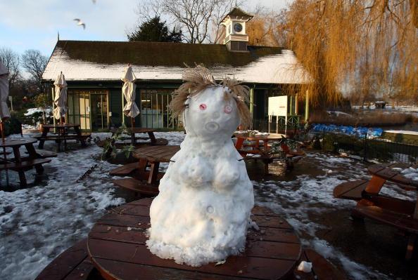 雪だるま「Snow Sculptures Seen After Cold Weather Hits UK」:写真・画像(9)[壁紙.com]