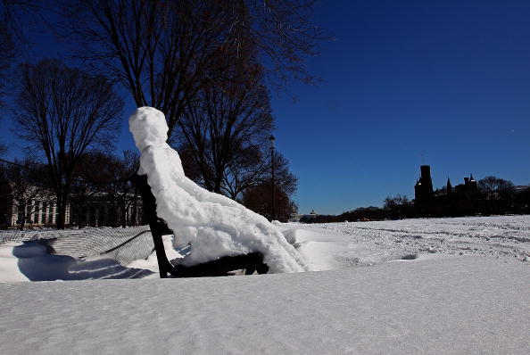 雪だるま「Washington DC Area Begins To Dig Out After Latest Snowstorm」:写真・画像(4)[壁紙.com]