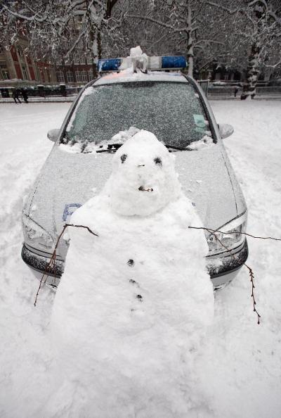 雪だるま「Snowmen Appear After Cold Weather Hits UK」:写真・画像(11)[壁紙.com]