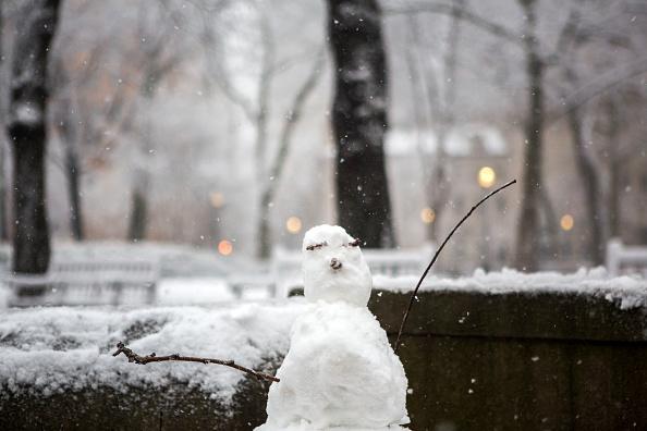 雪だるま「Massive Snowstorm Brings Up To Foot Of Snow To Large Swath Of Northeast」:写真・画像(0)[壁紙.com]