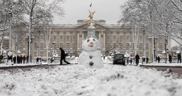 雪だるま「Snow Sculptures Seen After Cold Weather Hits UK」:写真・画像(10)[壁紙.com]