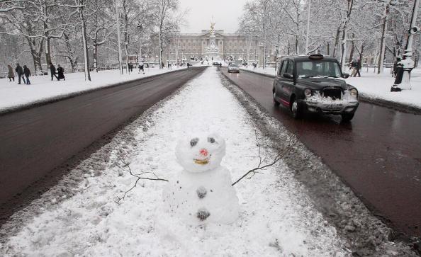 雪だるま「Heavy Snow Falls Across United Kingdom」:写真・画像(14)[壁紙.com]