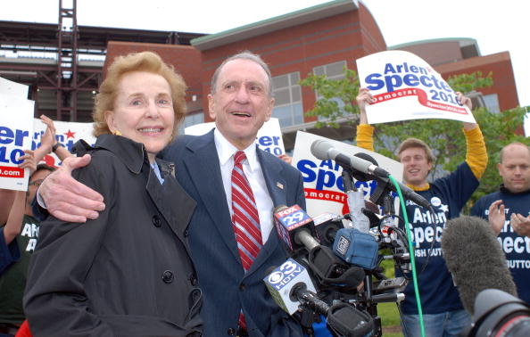 William Thomas Cain「Arlen Specter Campaigns At Citizens Bank Park Before Phillies Game」:写真・画像(16)[壁紙.com]