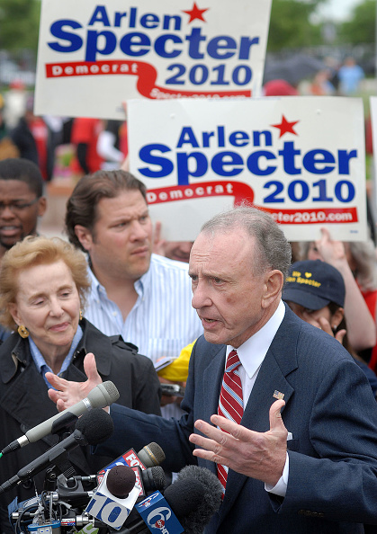William Thomas Cain「Arlen Specter Campaigns At Citizens Bank Park Before Phillies Game」:写真・画像(17)[壁紙.com]