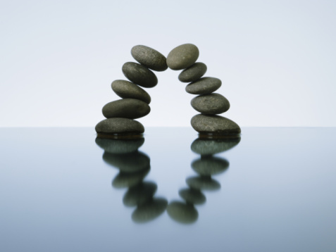 Support「Balancing rocks in water, studio shot」:スマホ壁紙(1)