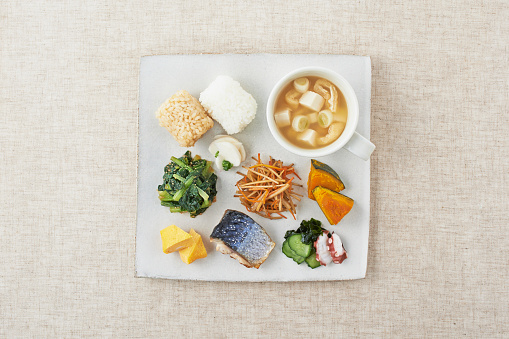 Brown Rice「Healthy meal plate(brown rice ball, vegetables, miso soup and roasted fish)」:スマホ壁紙(17)