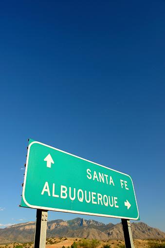 Sandia Mountains「interstate road sign and desert mountain landscape」:スマホ壁紙(12)