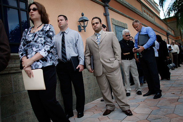 Davie - Florida「People Search For Employment, As Number Of Jobless Claims Passes 5 Million」:写真・画像(15)[壁紙.com]