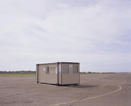 Prefabricated Building「Portable office in airfield」:スマホ壁紙(14)