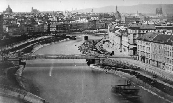 Vienna - Austria「Danube Canal」:写真・画像(15)[壁紙.com]