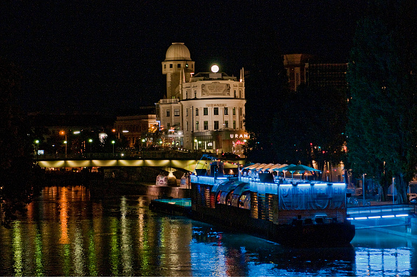 City Life「The Danube Canal In Vienna Urania」:写真・画像(4)[壁紙.com]
