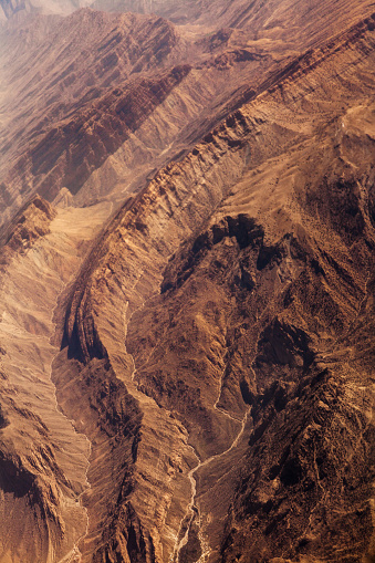 Iran「Mountains in the desert, aerial view」:スマホ壁紙(17)
