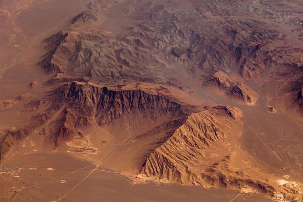 Mountains in the desert, aerial view:スマホ壁紙(壁紙.com)