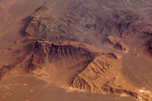 Planet Earth「Mountains in the desert, aerial view」:スマホ壁紙(5)