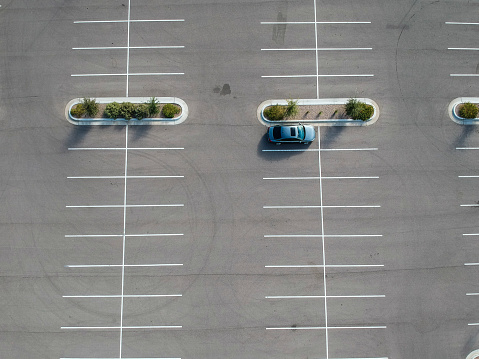 Aerial View「A car parked at a large parking lot.」:スマホ壁紙(9)