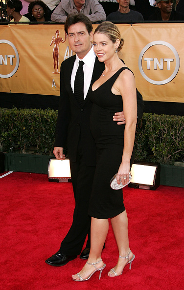 Strap「11th Annual Screen Actors Guild Awards - Arrivals」:写真・画像(2)[壁紙.com]