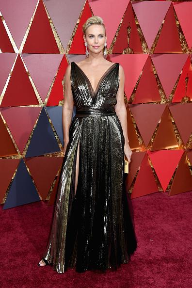 Gold Dress「89th Annual Academy Awards - Arrivals」:写真・画像(14)[壁紙.com]