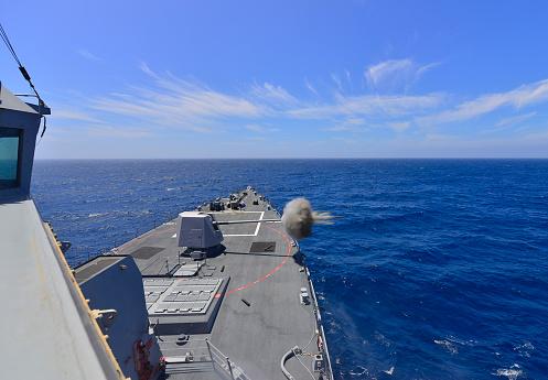 Battle「USS Michael Murphy fires its MK45 5-inch lightweight gun.」:スマホ壁紙(10)