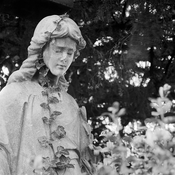 Mausoleum「Statue In Highgate Cemetery」:写真・画像(1)[壁紙.com]