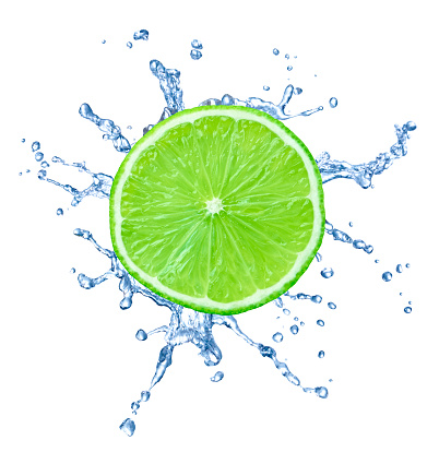かんきつ類「Slice of lime with water splash in front of white background」:スマホ壁紙(0)