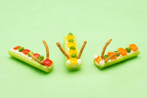 Celery「Food Shaped Like Caterpillars」:スマホ壁紙(9)