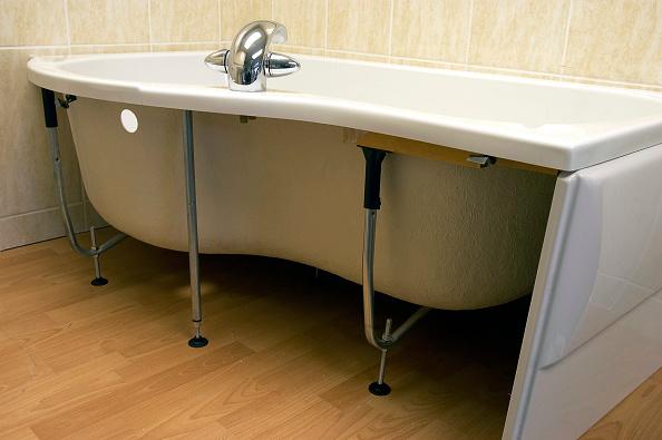 Bathroom「Bath tub with open side panel.」:写真・画像(4)[壁紙.com]