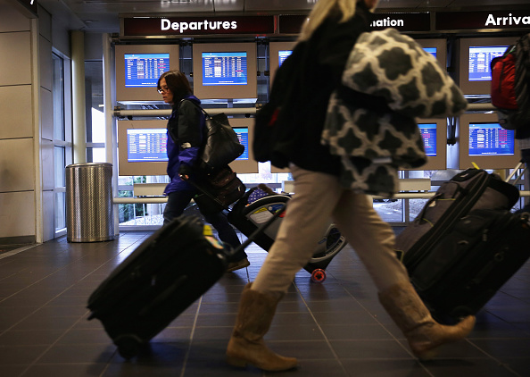 Travel「Holiday Travelers Crowd Airports And Roads Ahead Of Thanksgiving Holiday」:写真・画像(14)[壁紙.com]