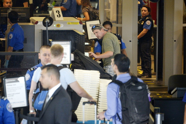 LAX Airport「Travelers Use Los Angeles International Airport Day After Shooting Killed One TSA Agent」:写真・画像(1)[壁紙.com]