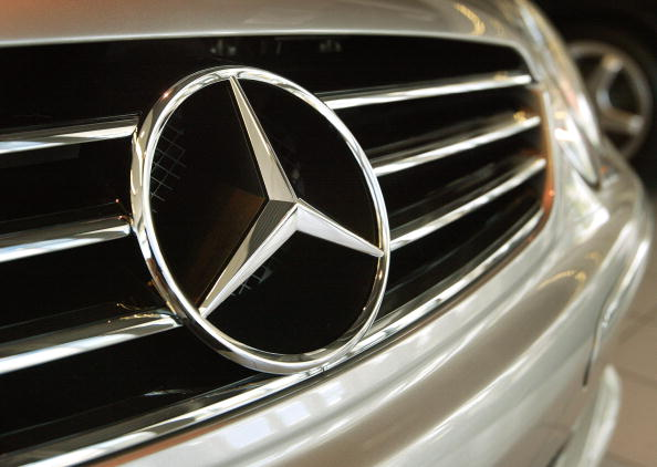 Vehicle Grille「DaimlerChrysler May Cut 10,000 Jobs at Mercedes」:写真・画像(4)[壁紙.com]