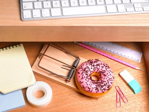 Computer Keyboard「Obesity issues doughnut hidden in desk drawer」:スマホ壁紙(19)