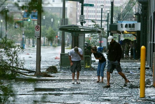 Hurricane Ike「Hurricane Ike Makes Landfall On Texas Coast」:写真・画像(10)[壁紙.com]