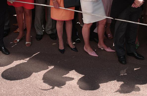 Roped Off「Racegoers Queuing at Ascot」:写真・画像(8)[壁紙.com]