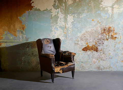 Back Of Chair「Old vintage arm chair in decaying room with paint peeling from wall.」:スマホ壁紙(10)