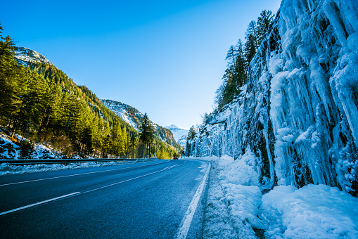 Icefall「Car Trip - many icicles along road in mountains on winter day」:スマホ壁紙(17)
