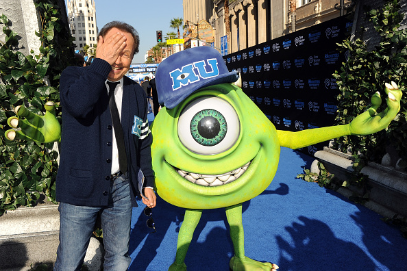 Billy Crystal「Premiere Of Disney Pixar's 'Monsters University' - Red Carpet」:写真・画像(13)[壁紙.com]