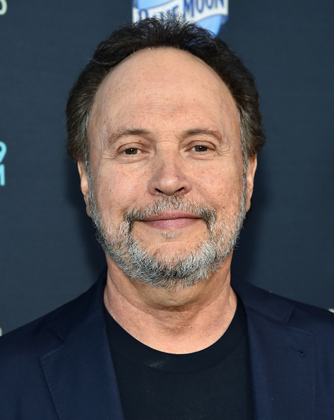 Billy Crystal「Premiere Of FX's 'The Comedians' - Red Carpet」:写真・画像(0)[壁紙.com]