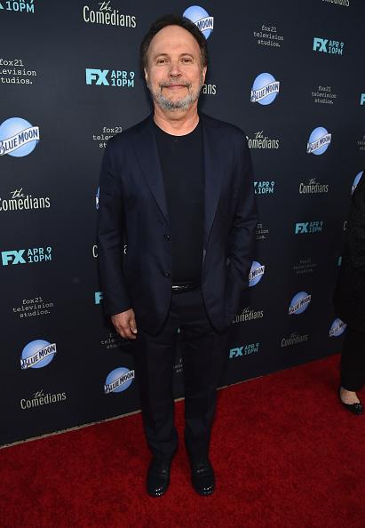 Billy Crystal「Premiere Of FX's 'The Comedians' - Red Carpet」:写真・画像(9)[壁紙.com]