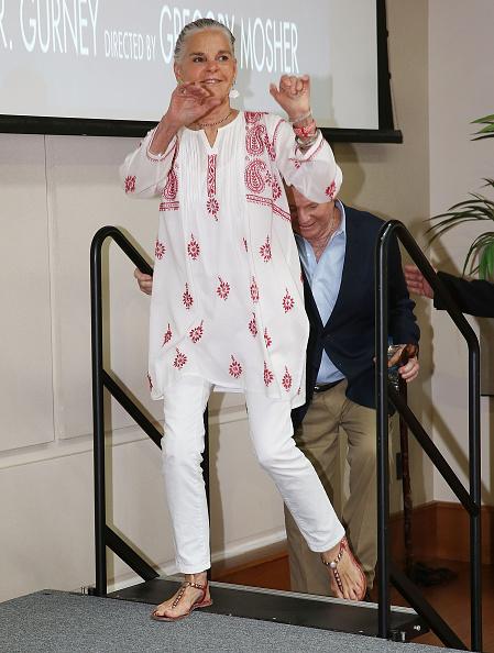 アリ・マッグロー「Ali MacGraw and Ryan O' Neal 'Love Letters' Press Conference」:写真・画像(18)[壁紙.com]
