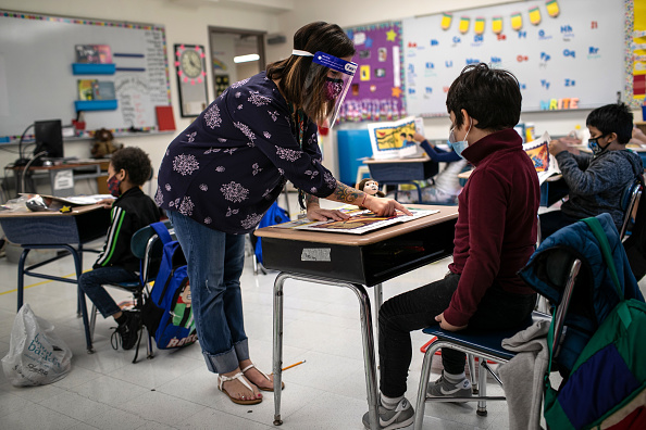 Education「Connecticut Students Return To School With Hybrid Model During COVID-19 Pandemic」:写真・画像(2)[壁紙.com]
